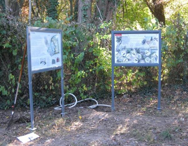 Info-Tafel und Vogelstimmen-Hörstation am Erbsenbach